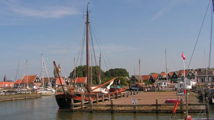 Marken Arrangement